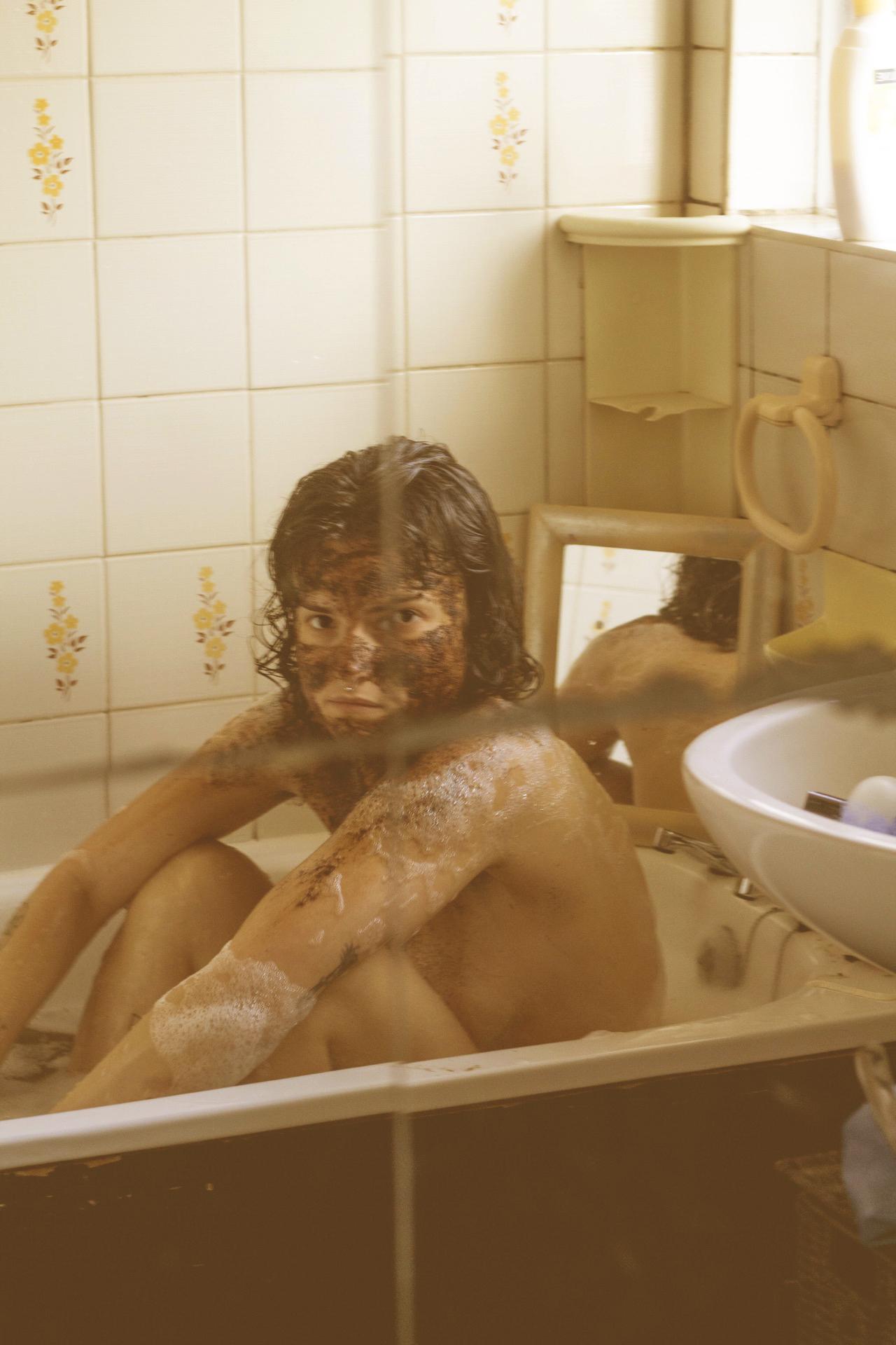 Coffee bathing. 2019